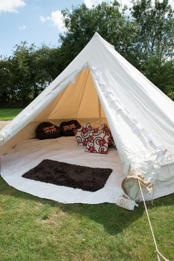 5M BUSHCRAFT BELL TENT – A TRADITIONAL STYLE BELL TENT SOME STAINS ON CANVAS